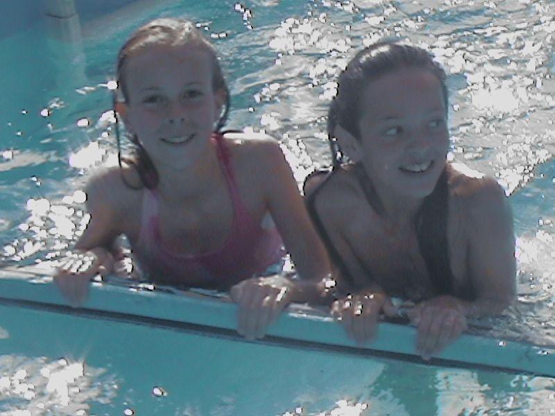 Moi A La Piscine charline et moi a la piscine